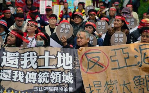 反對亞泥礦權展限20年 花蓮太魯閣族人封路抗爭
