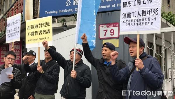 反對納七休一例外!臺灣司機曝過勞班表:你們敢坐我的車?