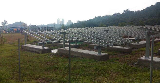 臺北生態公園插滿太陽能板 臺灣網友嘆:都犧牲肺了哪管綠地