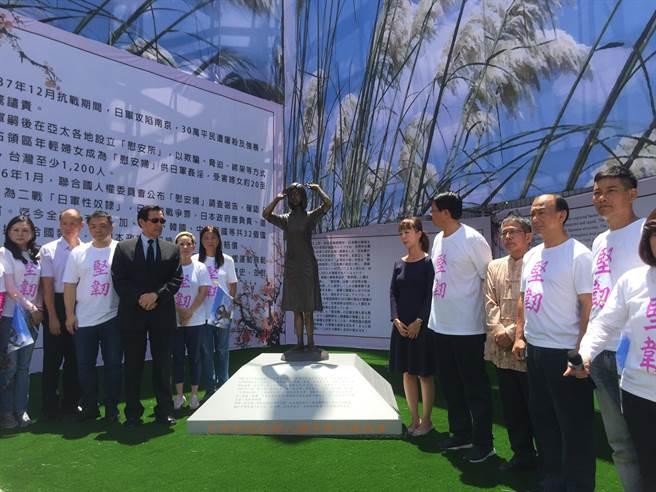 臺灣第一座慰安婦銅像設臺南 馬英九到場揭幕