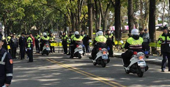 蔡英文維安超高規格 遭批把警察踐踏成血汗勞工