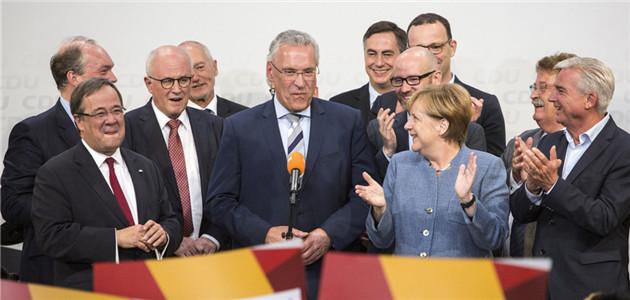 默克爾又要當德國總理了 各種表情亮了