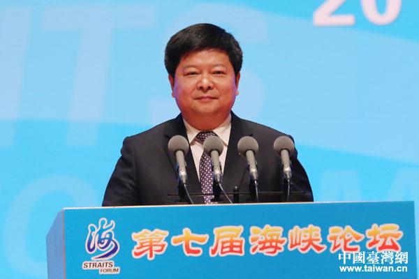 龍明彪主持第七屆海峽論壇大會(圖)