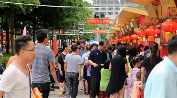 """作為第八屆海峽論壇重要活動,以""""味道中華、香飄兩岸""""為主題的兩岸特色廟會11日……"""