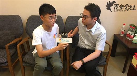 """""""您好,我是本屆海峽論壇的青年公社特約記者蔡育璋,可以請教您幾個問題嗎?"""",在會……"""