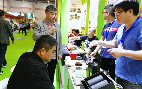 南投縣茶農參加第三屆茶博會 拓寬銷售渠道.jpg