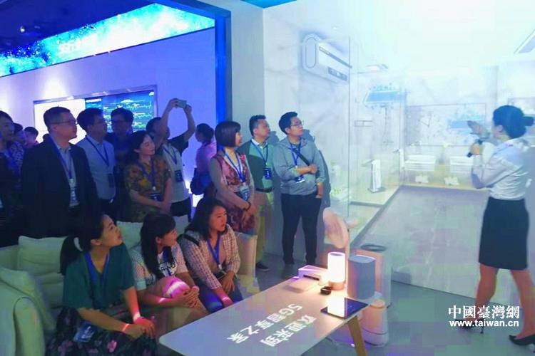 臺灣青年精英代表團參訪貴州省移動公司5G展示中心.jpg