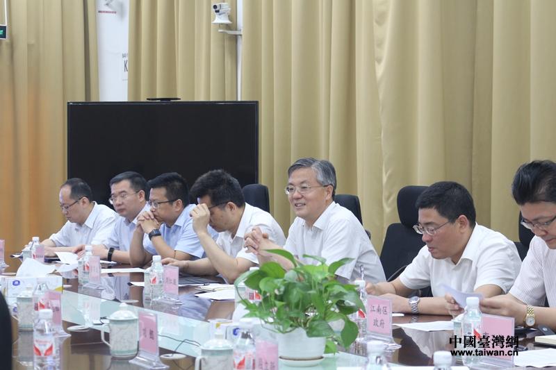 南寧市市長周紅波臺資企業召開現場辦公協調會_副本.jpg