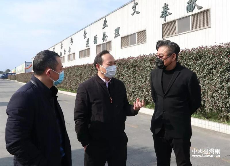 四川省臺辦主任羅治平(中)調研臺企中延榕珍菌業公司.png