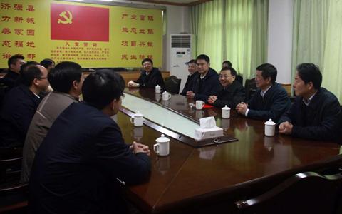 江西省委常委、副省長劉強看望省委臺辦扶貧點駐村工作隊
