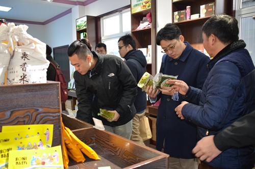 參觀鳳霞蔬菜産銷專業合作社1.JPG