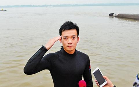 英雄潛水員官東