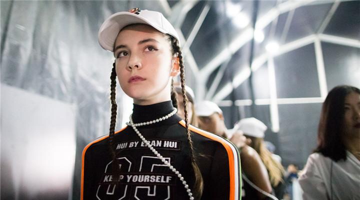 俄羅斯14歲超高顏值模特猝死 秀場照片曝光