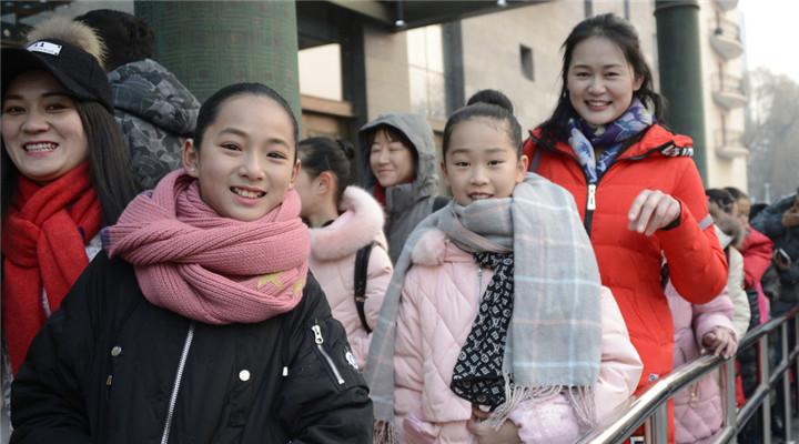 北京舞蹈學院2018年藝考開考 報考人群擁擠