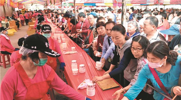 臺灣南部10萬人吃丁酒 超大場面相當壯觀
