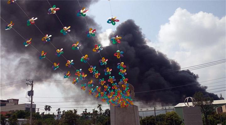 高雄一工廠濃煙滾滾 臺灣近來工廠事故頻頻