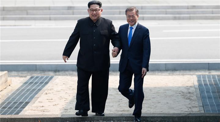 金正恩文在寅握手 開啟朝韓首腦第3次會晤
