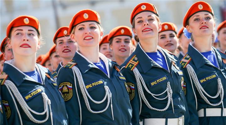 俄羅斯女兵風采動人 自信滿滿英姿颯爽