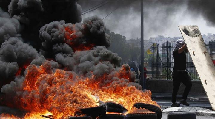 巴勒斯坦民眾抗議美國遷館 現場火光熊熊
