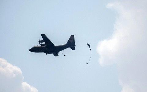 臺軍漢光演習出意外!傘兵傘具沒開自由落體墜地命危