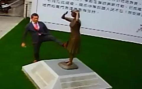 日本踹銅像.jpg