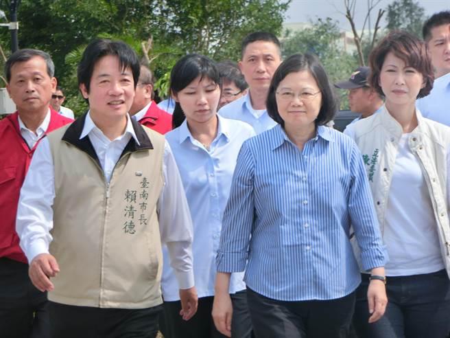 賴清德(左)、蔡英文(右)。(圖片來源:臺灣《中時電子報》).jpg