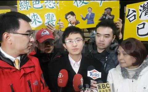 侯漢廷訊後宣佈參選臺北市議員。(圖片來源:臺灣《聯合報》)副本.jpg