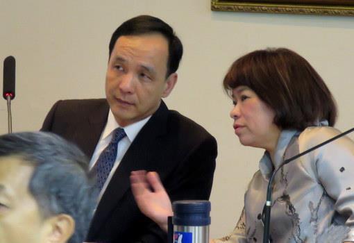 國民黨副主席黃敏惠(右)否認獲邀出任朱立倫副手