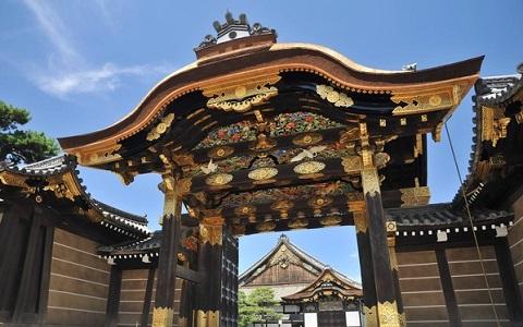 """三名臺灣女子在京都古跡撒香灰""""鎮魂"""" 遭日本警方逮捕"""