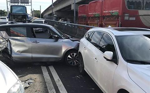 12.4台北高速大巴車事故中時1.jpg