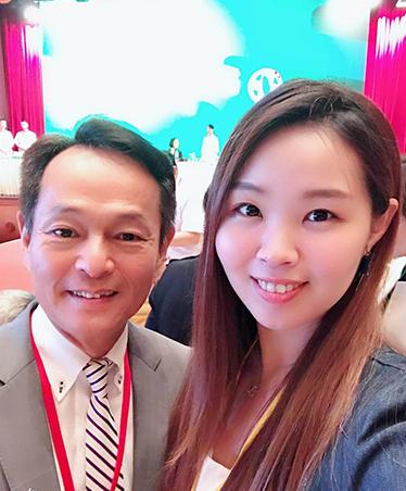 民進黨議員李余典女兒李旻蔚(右)脫黨參選恐衝擊余天選情