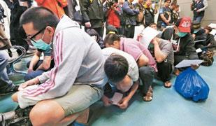 臺灣警方于16日淩晨陸續釋放了20名涉詐騙遭馬來西亞驅逐出境的臺灣嫌犯