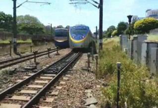 臺鐵區間車撞水泥塊停駛 影響7750旅客
