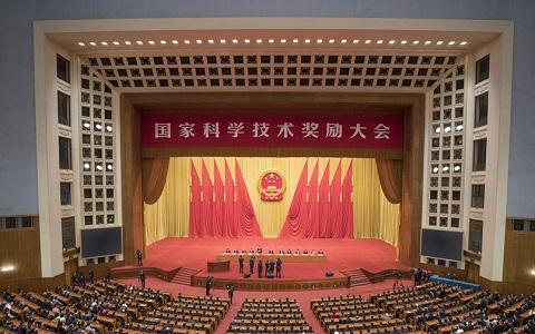 中共中央國務院隆重舉行國家科學技術獎勵大會 習近平出席大會併為最高獎獲得者等頒獎