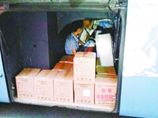 湖北一輛長途客車座位下打洞 行李廂裏藏乘客