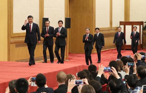 習近平等十九屆中央政治局常委與中外記者見面